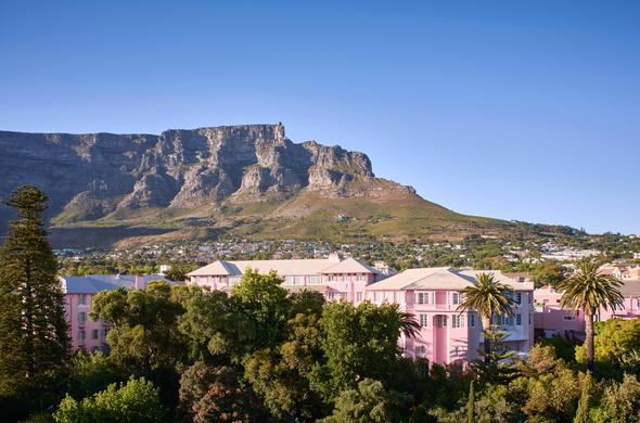 Cape Town Hotels in Gardens have a spectacular view of Table Mountain.