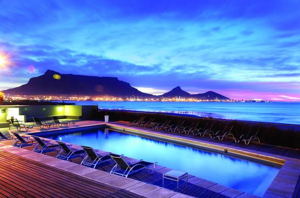 Lagoon Beach Hotel Cape Town Table