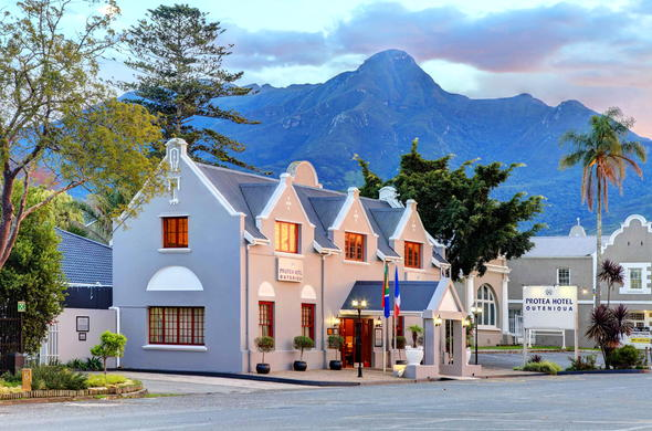 Exterior of the Protea Hotel Outeniqua.